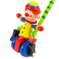 Drevená hračka na tlačenie - Klaun s modrými kolieskami