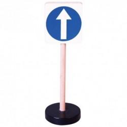 Drevená dopravná značka - prikázaný smer jazdy rovno