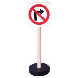 Drevená dopravná značka - zákaz odbočovania vpravo