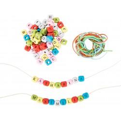 Drevené korálky - kocky (zaoblené) s písmenkami 300 ks - farebné