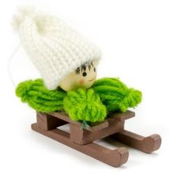 Ozdoba na vianočný stromček - chlapček zelený na sánkach