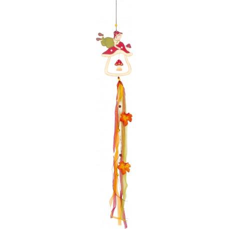 Drevená závesná dekorácia hríbik