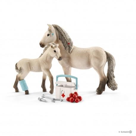 Schleich 42430 Set žriebä a islandská kobyla s lekárničkou