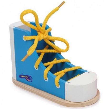 SMALL FOOT Drevená topánka so šnúrkou na zaväzovanie - modrá